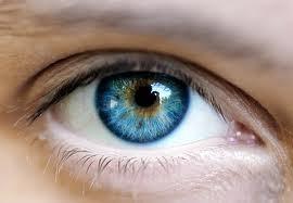 Imagem da notícia: Cirurgia transforma olhos castanhos em azuis