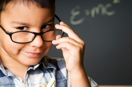 Imagem da notícia: Ópticas receitam óculos desnecessários em escolas