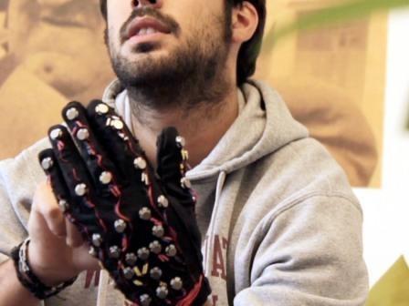 Imagem da notícia: Invisuais podem contar com a Mobile Lorm Glove