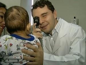 Imagem da notícia: Transplante de córnea bilateral em bebé