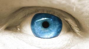 Imagem da notícia: Clínica médica americana muda a cor dos olhos através de cirurgia