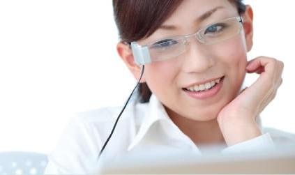 Imagem da notícia: Uma empresa japonesa criou umas lentes que obrigam o utilizador a pestanejar
