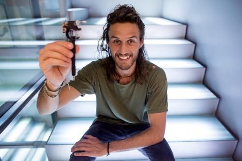 Imagem da notícia: Artista italiano cria uma caneta para invisuais