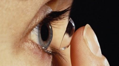 Imagem da notícia: Lentes de contacto que ajudam a ver no escuro