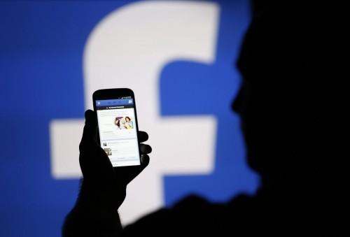 """Imagem da notícia: Facebook vai ajudar cegos a """"verem"""" fotos"""