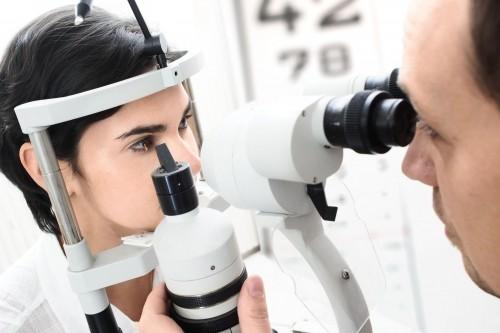 Imagem da notícia: Governo quer oftalmologistas nos centros de saúde