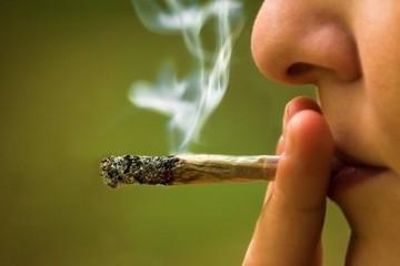 Imagem da notícia: Fumar marijuana não ajuda a tratar glaucoma, segundo estudo