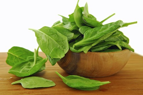 Imagem da notícia: Alimentos verdes podem diminuir risco de contrair doenças visuais