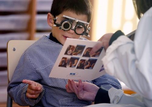 Imagem da notícia: SNS quer avaliar visão infantil