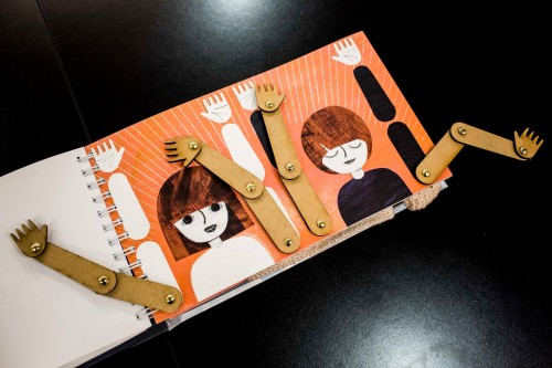 Imagem da notícia: Um livro para crianças cegas
