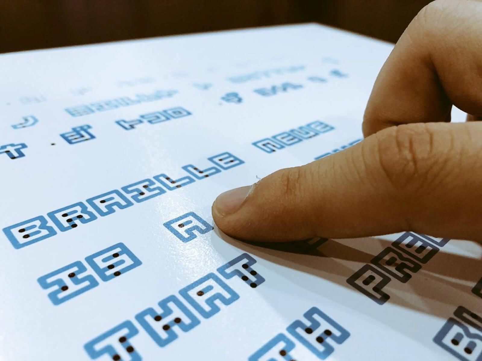 Imagem da notícia: Criada fonte que une a escrita em Braille à tradicional