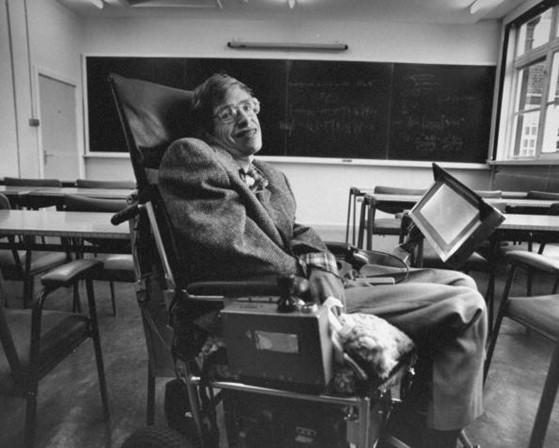 """Imagem da notícia: Morreu Stephen Hawking, """"um comunicador de ciência"""""""