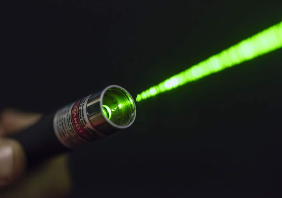 Imagem da notícia: Há mais acidentes com brinquedos laser