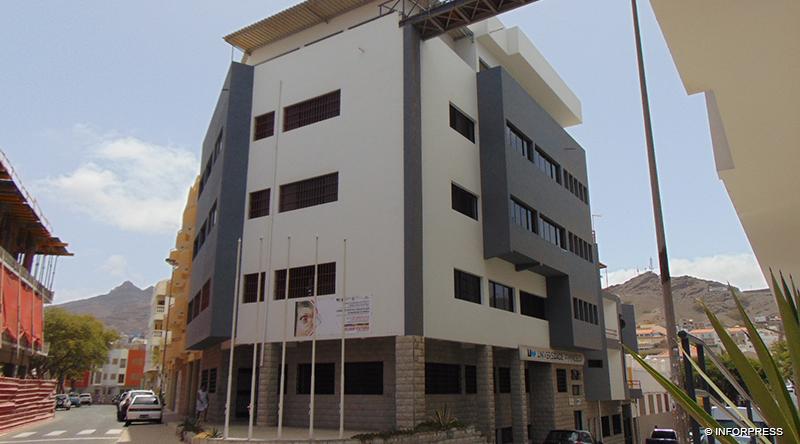 Imagem da notícia: Centro Clínico Experimental de Ortóptica abre na Universidade do Mindelo