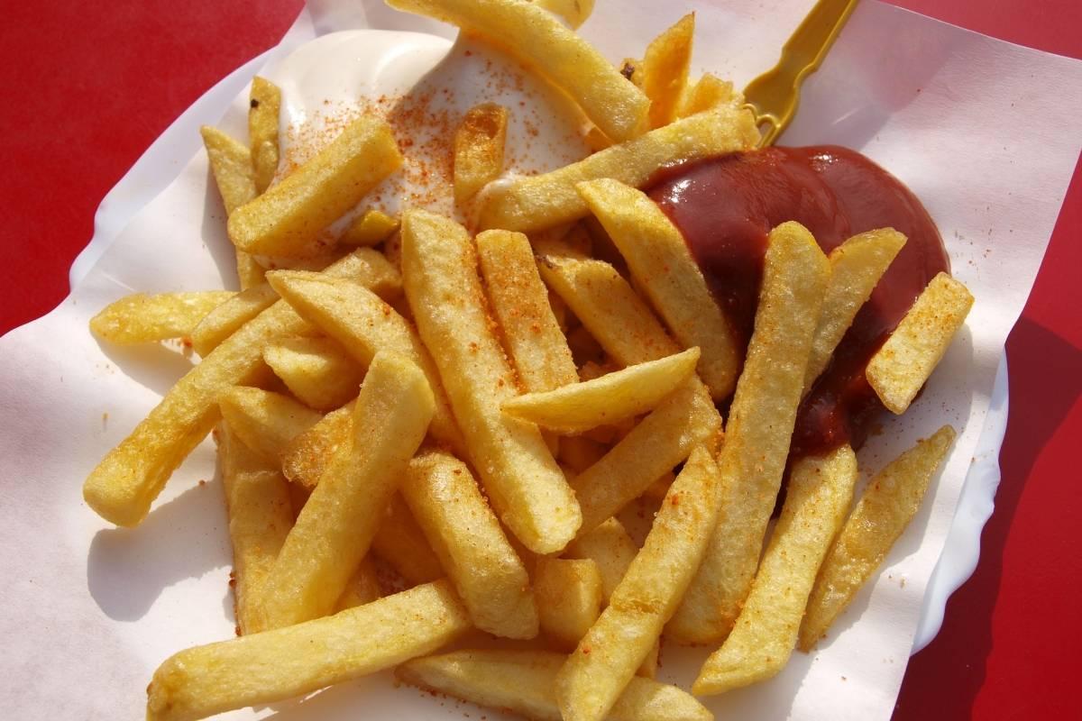 """Imagem da notícia: Jovem fica cego por comer demasiada """"comida de plástico"""""""