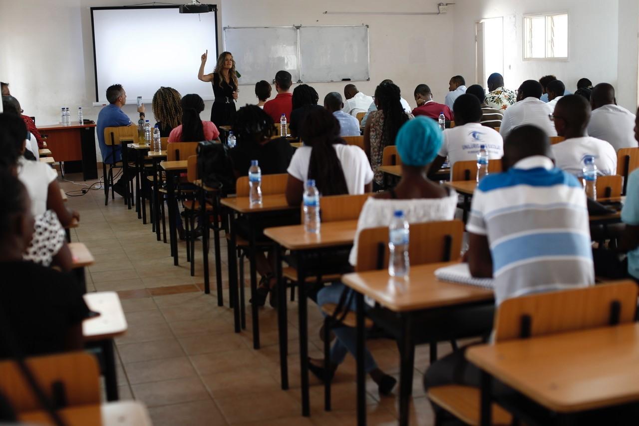 Imagem da notícia: MultiOpticas realiza palestra a alunos de Oftalmologia