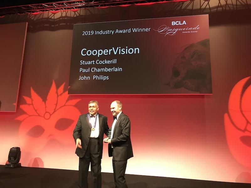 Imagem da notícia: Premiada a equipa de desenvolvimento da MiSight® 1 Day da CooperVision