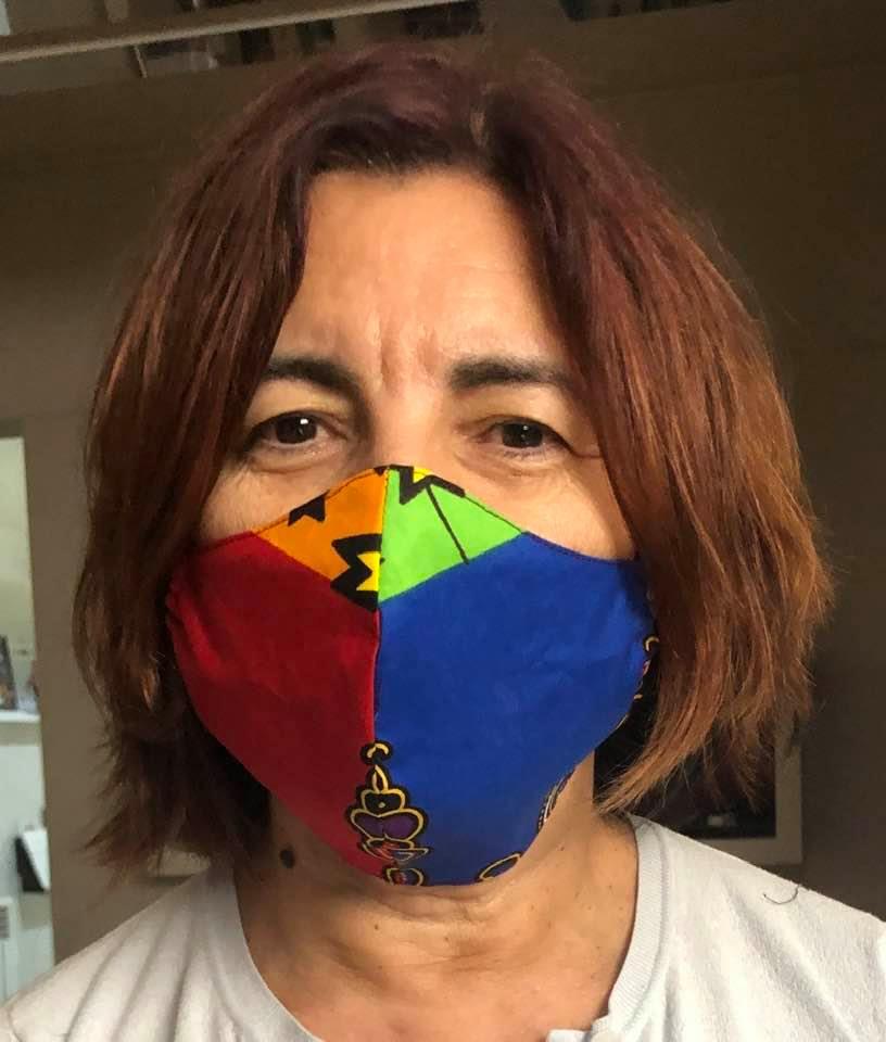 Imagem da notícia: Médica oftalmologista dedica-se à criação de máscaras