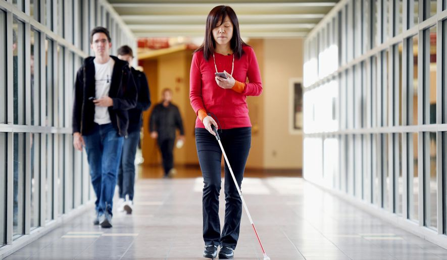 Imagem da notícia: Covid-19: Como podem os invisuais manter o distanciamento social?