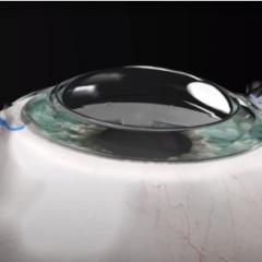 Imagem da notícia: Córnea sintética ajuda cego a voltar a ver