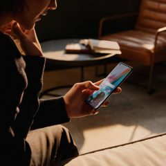 Imagem da notícia: OPPO desenvolve tecnologia que adapta ecrã a pessoas com deficiência visual cromática